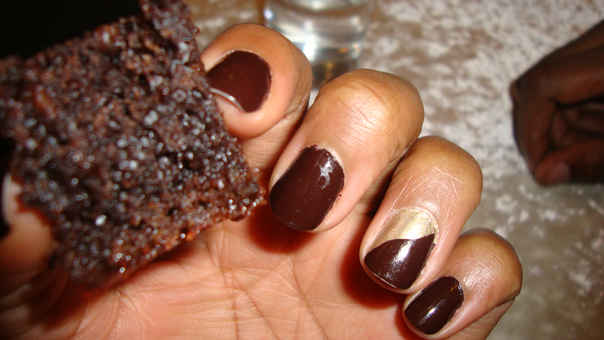 On my nails that day was: Sleek Plain Chocolate and Topshop Nails Heart of Gold No.102